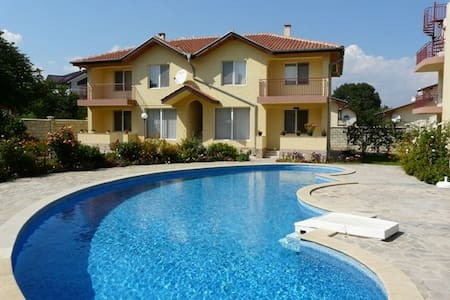 2 bed for 6 , short walk to beach - Kranevo - Lakás