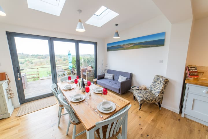 Family home with village pub and doggy friendly