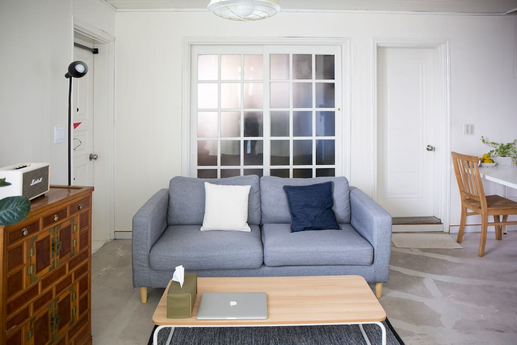 [Living room] Extra sofa bed/ Table/ Rugs