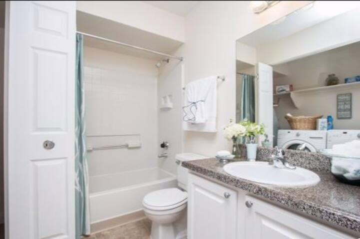 Private room and bath close to LV Strip!