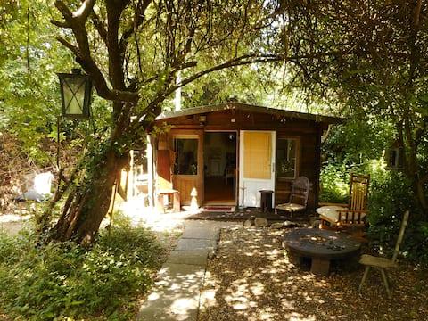 Wood Cabin in Woodland, Wood burner, Bridgnorth