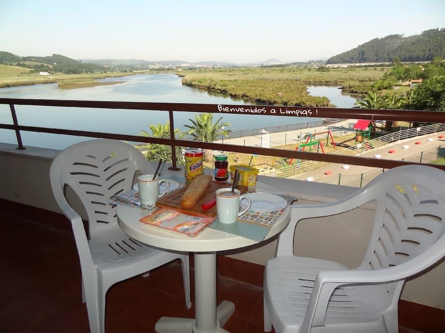 Vista desde el balcón / Vue depuis la terrasse / View from terrace