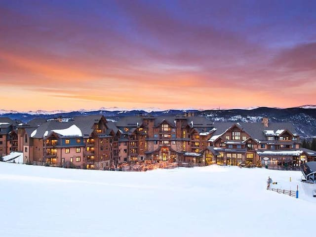 Sophisticated Ski In/Ski out, Unbeatable Location! - Breckenridge - Condominium