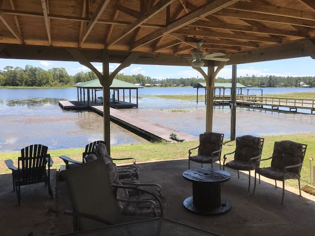 "Relax under the ""Shed"" on beautiful Lake Seminole"