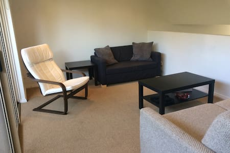 Comfort Sunny Bedroom - 5 mins to Box Hill Station - Box Hill