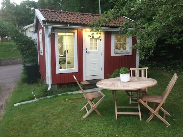 Cottage at Apple street - Göteborg - Stuga