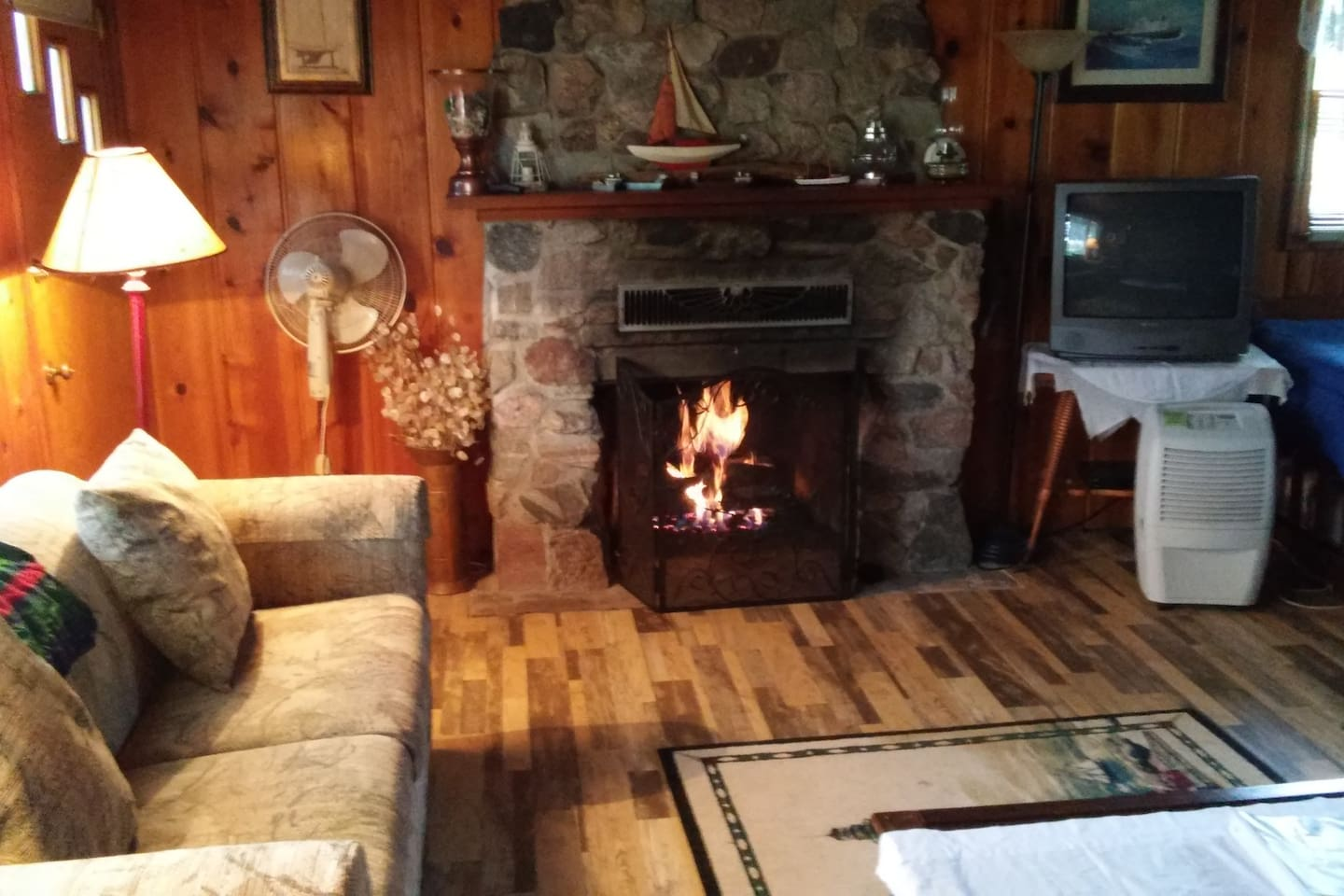 Pfeiffer lakefront cottage has a gas fireplace and can sleep up to 6.  The cottage sits back a bit from Lake Huron but it has gorgeous views!