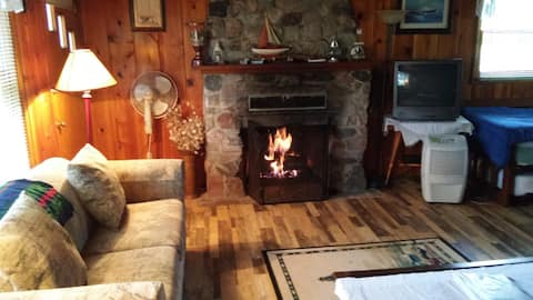 Pfeiffer Cottage is Lakefront and Sleeps 6!