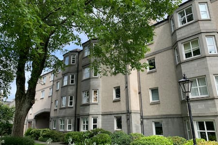 Bright, spacious 2 bedroom flat in Aberdeen city