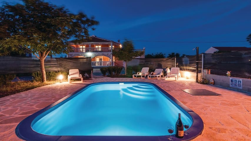 Spacious Villa Laura 4* with pool, Zadar county