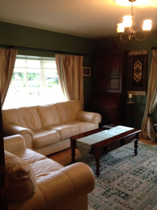 Private Guest Sitting Room