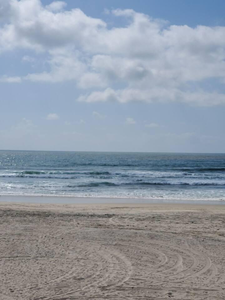 Esperanza's Finest, Beach front, walk to papa's