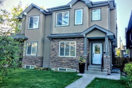 Tranquil and serene... steps from Bow River pathways - Calgary - Bed & Breakfast