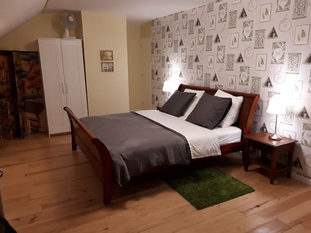 Spacious room  (gluten free & vegan) on 1st floor