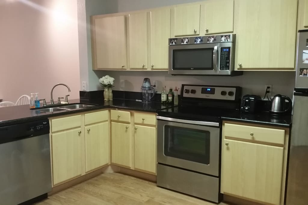 Fully equipped kitchen, includingL dishwasher, oven, microwave, and much more!