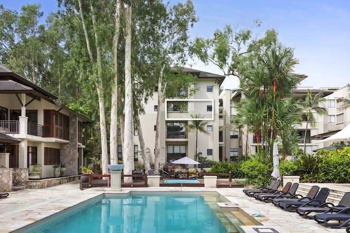 Whispering Palms Temple 312 Studio Spa Apartment