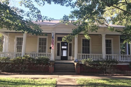Historic Selma home close to historic sites