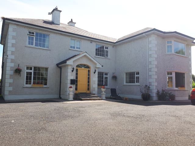 Country Hse South Tipp - 6k  CASHEL + free to Rock