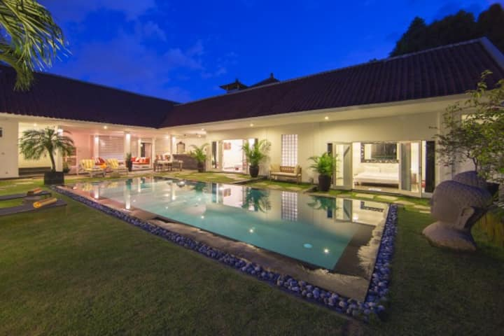 """75% OFF"" 2 BR Hideaways Canggu, 3 mints to Beach"