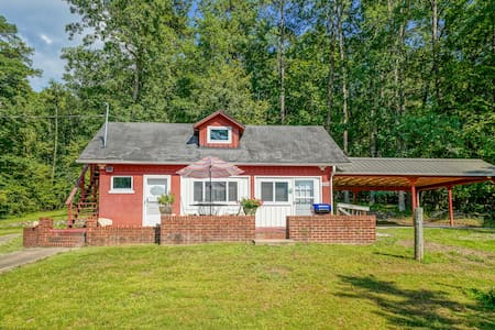 Wildcat Cottage: Wooded Haven minutes from Town.