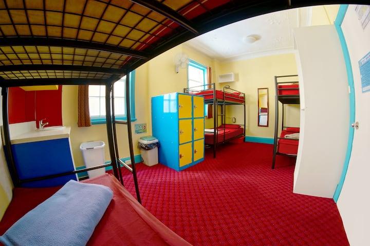 Wohnheim-Zimmer in einem Schlafsaal für 8 Leute (für 1 Person)