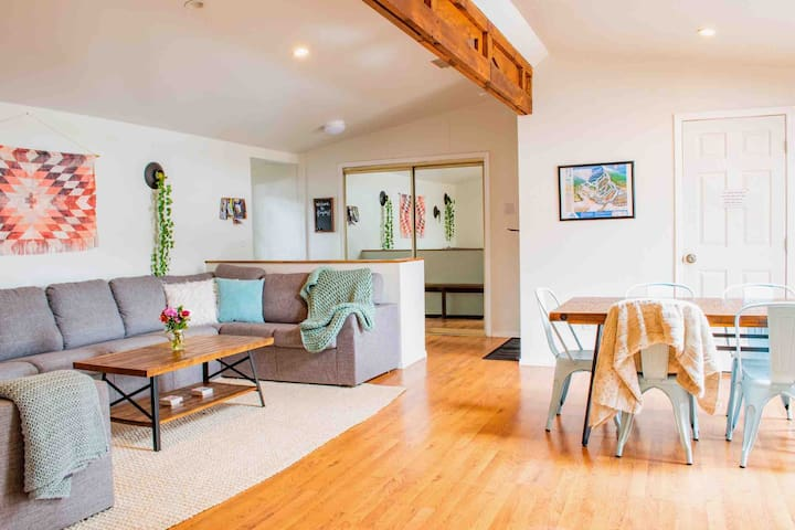 Large living / dining room combo in this relaxing home!