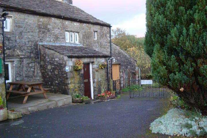 Blind Beck is  listed building with loads of charm