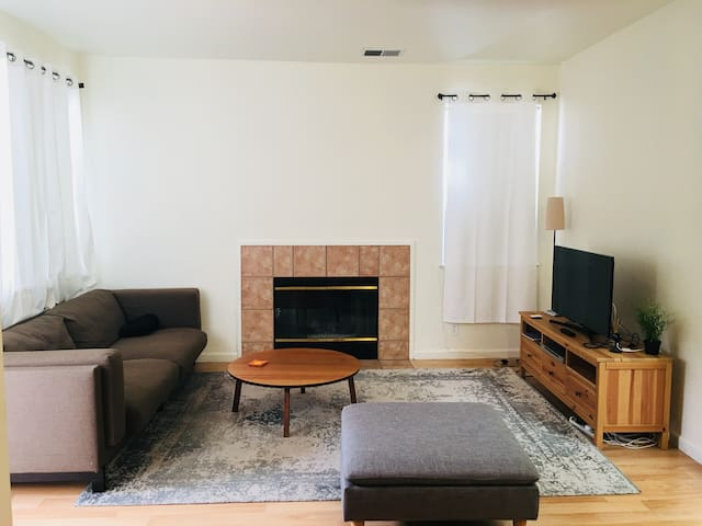 Luxury Master Bedroom w/Bathroom Close to SF/OAK