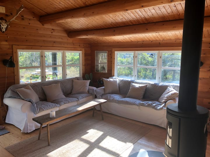 Cozy wooden house 200 meters from the sea