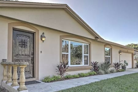 Sleek 4BR Lake Mary House w/Private Backyard - Lake Mary