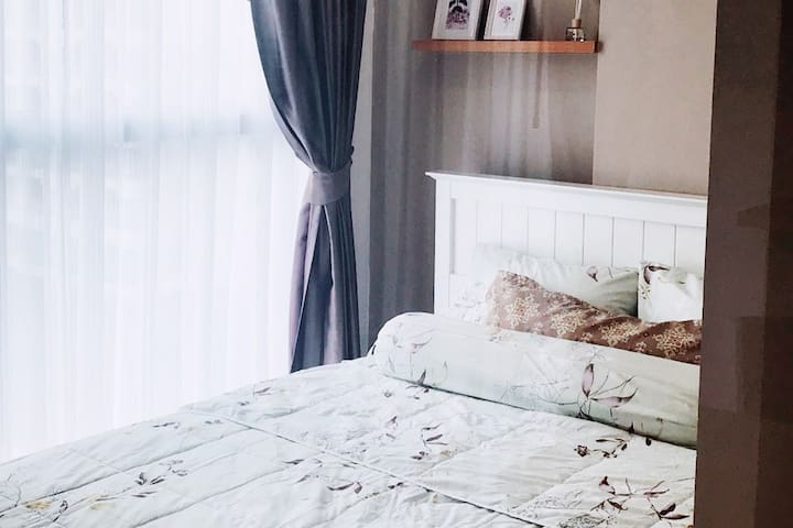 1 King Bed 1 Sofa Bed Free Wifi feeling at HOME