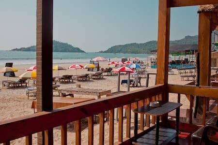 LIVE A DREAM - This is an experience listing :) - Anjuna Beach - 小屋