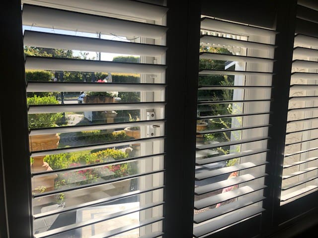 Views of the front garden from the rooms windows. The shutters can be opened to get a full view of the garden