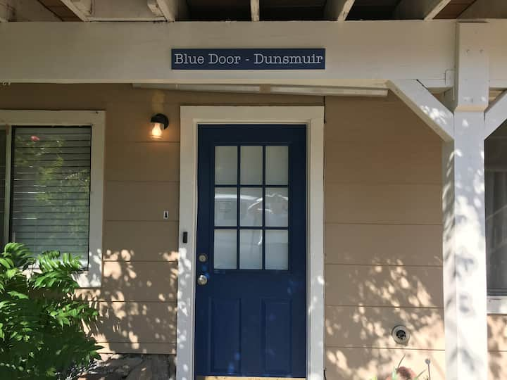 Blue Door Dunsmuir - Cozy Apartment w/ Coded Entry