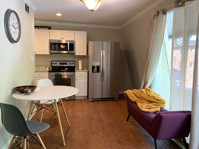 Raleigh Pet Friendly Apartment (First Pet Free!)