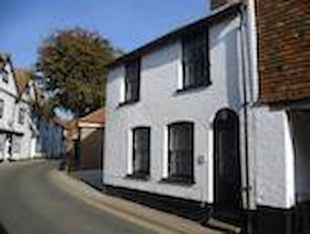 Character Cottage with enclosed Walled Garden - Rye - Apartment