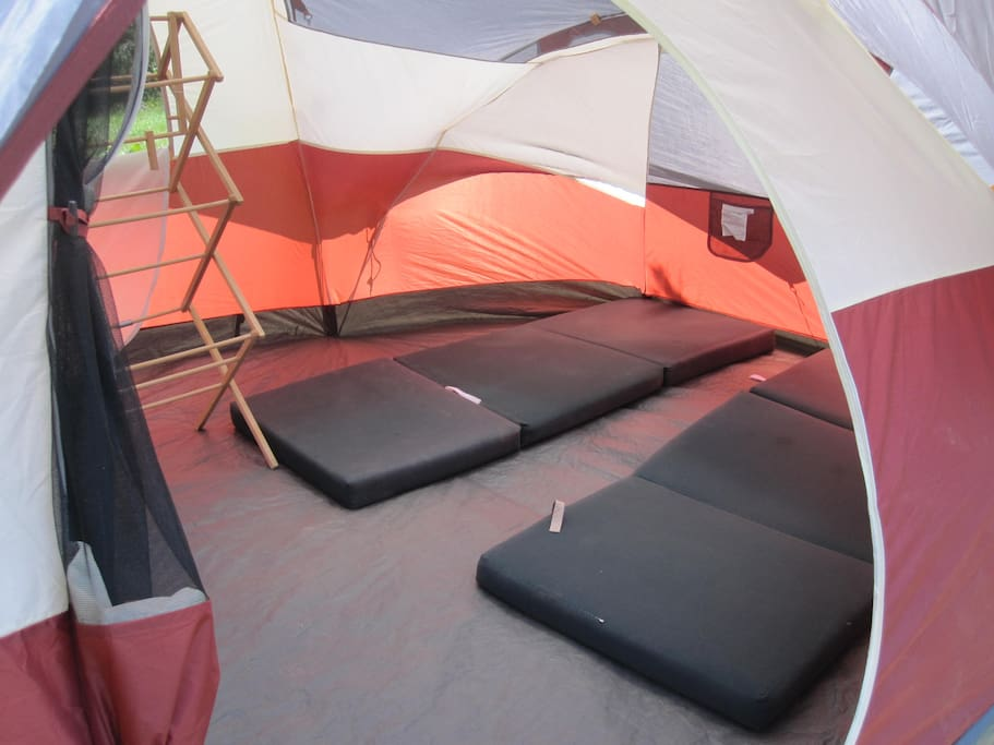 LIFold n goes for your sleeping bag - plus clothes rack