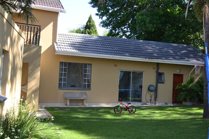 Quiet, Garden Cottage in Blairgowrie.