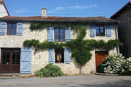 Converted Stone Bakery With Pool - La Chapelle-Montbrandeix - Haus