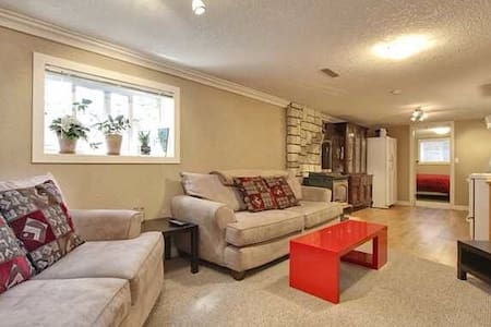 Beautiful and Bright Two Bedroom Suite - Bungaló