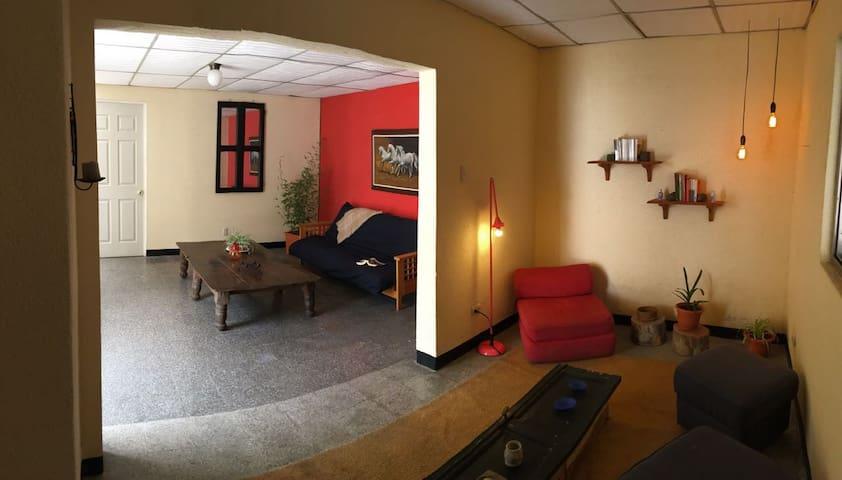 Cómodo y lindo apartamento en zona 10