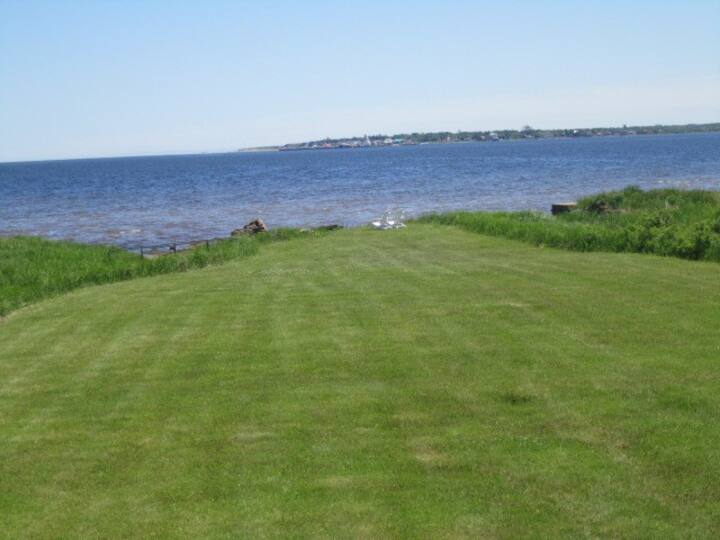 Shediac Water Front Very Private Beach House