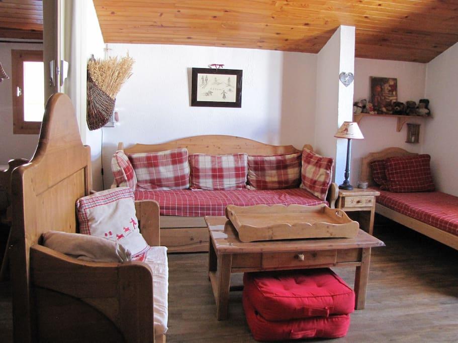 Bel appartement atypique valmorel appartements louer for Location appartement atypique 92