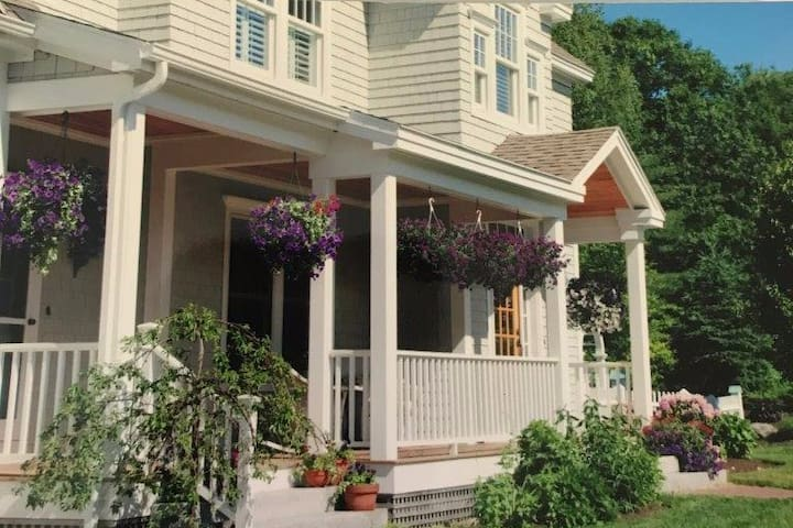 Lovely Cape Elizabeth home w/ Private Bedroom/Bath