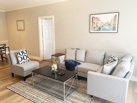 Relax in this luxurious 2BR/2BA APA w/amenities