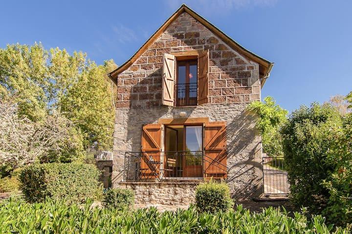 Cozy Cottage with Fenced Garden in Ayen