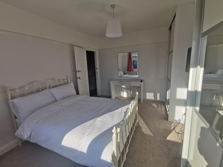 New Double Bedroom very close to Whitton Station