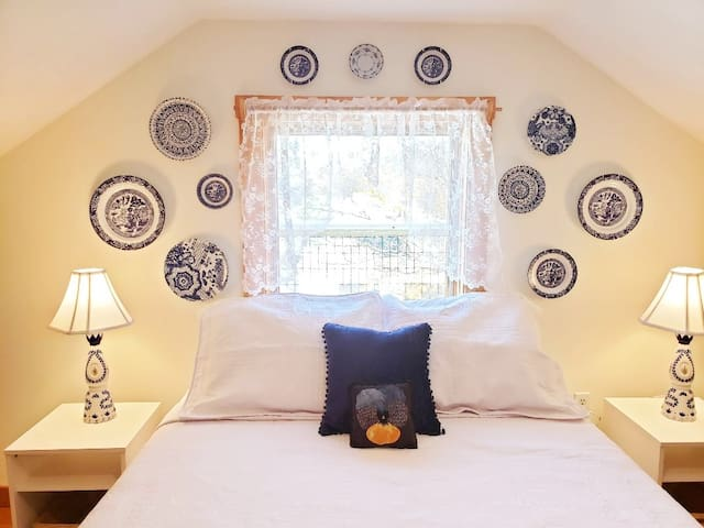 Blue Willow china has been a part of family traditions for generations and thought it would be nice to share it with you.  The decor in bedroom 2 was designed around the pattern and the Mexican Tequila bottles we repurposed into accent lamps.
