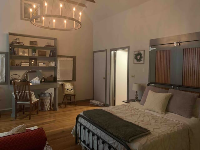 Central Carriage Home Couples Retreat Ski
