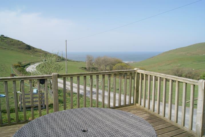 Môr a Mynydd. Mountain meets Sea